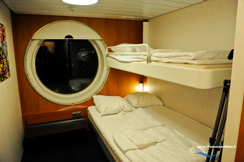 reportage l 39 un des plus grands ferries au monde. Black Bedroom Furniture Sets. Home Design Ideas
